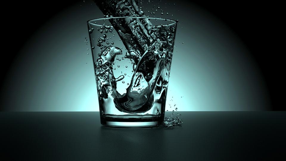 glas med vand. fyldt.2